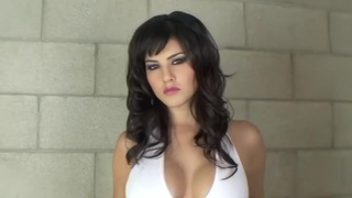 Hot and oily Sunny Leone in the tub Preview Image