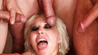 Mature blonde gangbanged bukkake Preview Image
