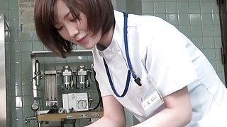 Subtitles_CFNM_Japanese_female_doctor_handjob Preview Image