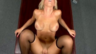 Blond_Jessica_Lynn's_pussy_gets_fucked_immediately Preview Image