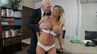 Killer_body_Kristal_Summers_gives_a_tremendous_blowjob_and_titjob Preview Image