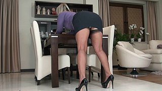 Mature_blonde_teasing_with_her_upskirt Preview Image
