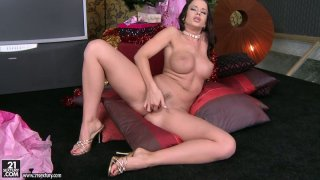 Awesome hot wanker Cindy Dollar stimulates her clit on Xmas Preview Image