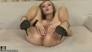 Bianca Golden is a real pro in_tickling her wet juicy pussy Preview Image