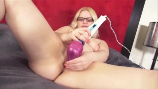 Pink Pussy Masturbation With Hot Daisy Preview Image
