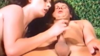 Brunette babe fucking Preview Image