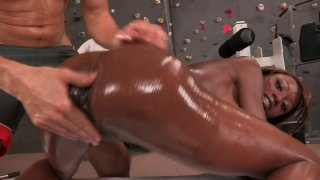 Bright black chick with big ass sucks_a tasty lollicock in the gym Preview Image