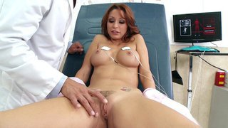 Monique Alexander gets her trimmed box fingered_in the hospital Preview Image