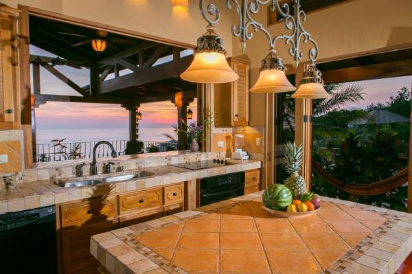 Luxury Spanish Style Home with Outstanding Ocean Views, ID ...