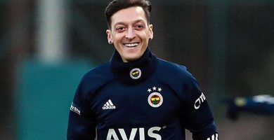 Arsenal's Ozil completes Fenerbahce move