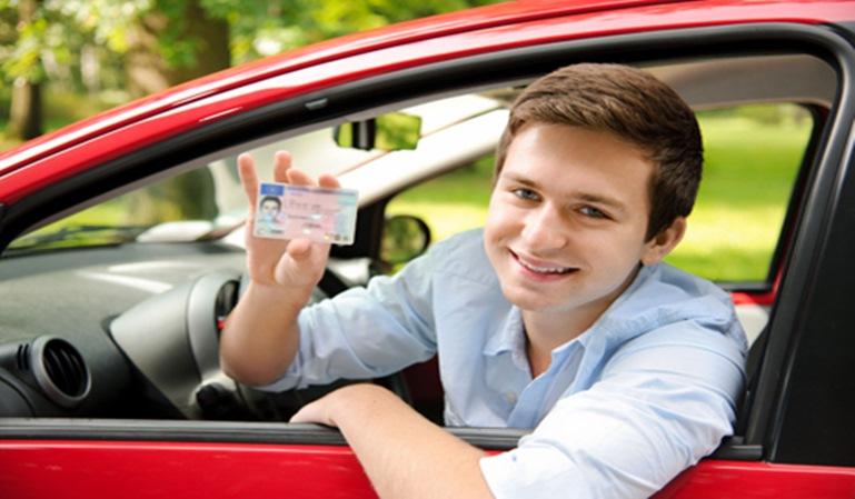 Seguros: Los hombres jóvenes, los que peor aparcan
