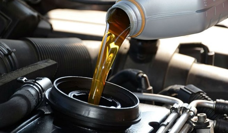 ¿Cuánto cuesta cambiar el aceite del coche?