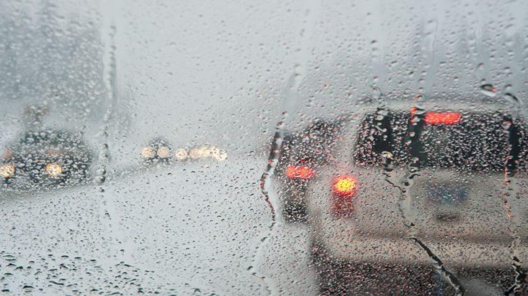 Consejos para conducir cuando llueve o hace viento