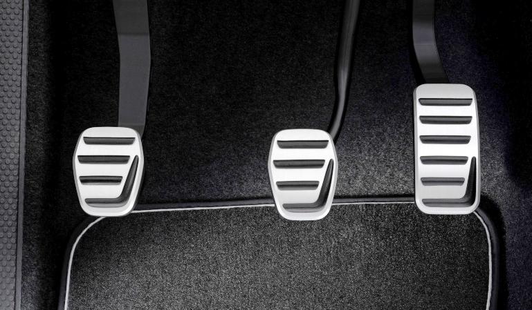 Los pedales del vehículo: cómo utilizarlos adecuadamente