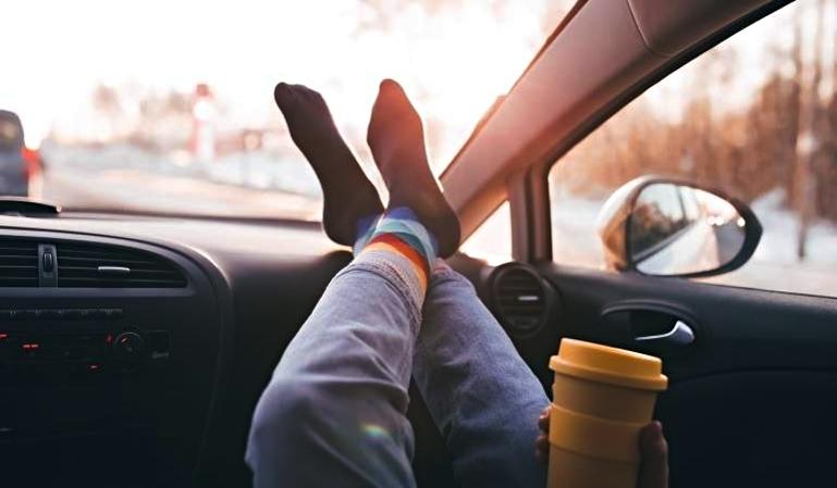Posturas en el coche que convierten un accidente leve en mortal