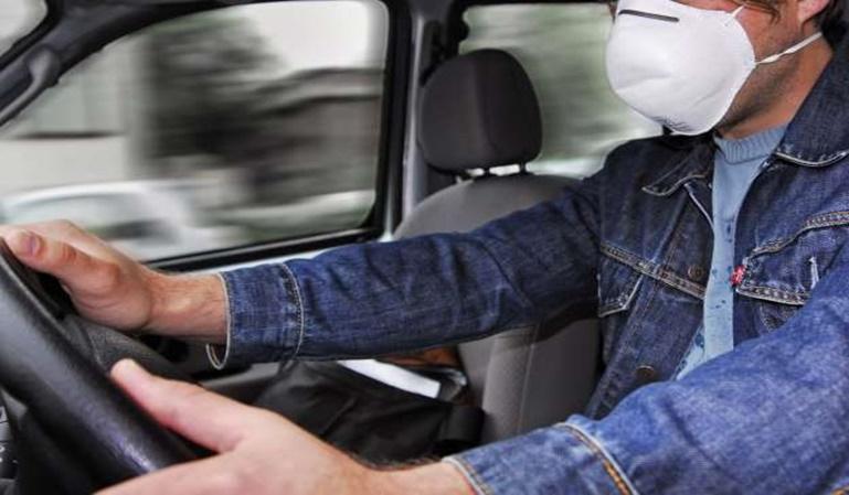 Conducir con mascarilla: ¿está permitido?