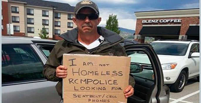 Un policía se hace pasar por vagabundo para poner multas