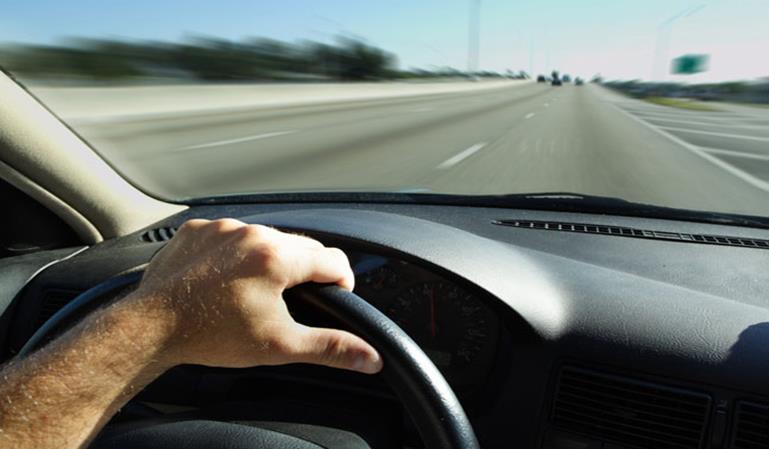 Practicar conducción sin carné libre de multas