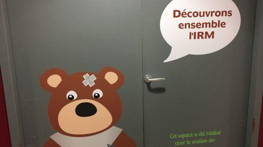 Toudou le petit ours compagnon des petits patients jusque dans l'IRM