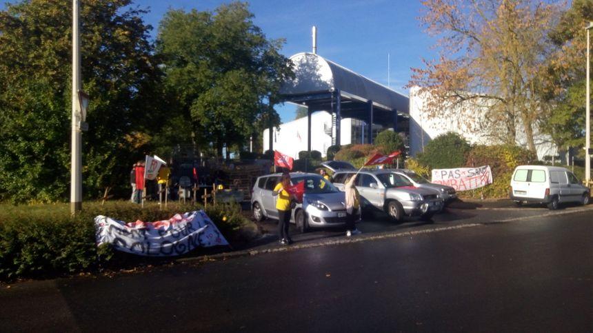 Les grévistes ont reçu des soutiens de citoyens mais aussi d'automobilistes via quelques coups de klaxons - Radio France