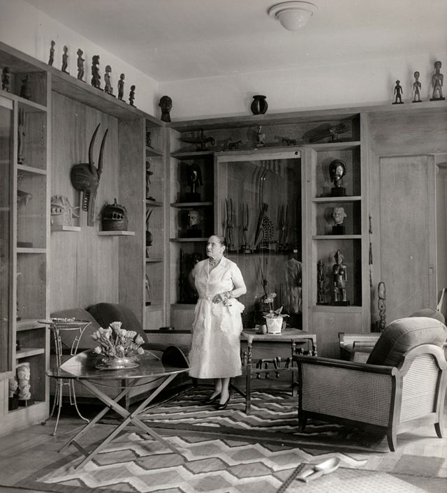 Helena Rubinstein, quai de Béthune, Paris in front of her collection of primitive arts