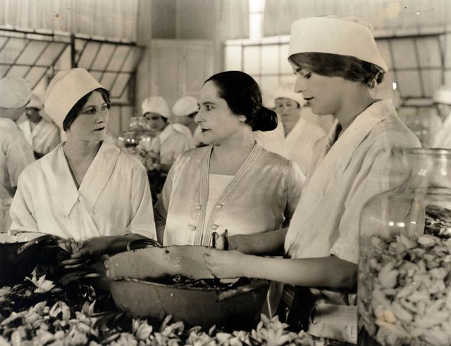 In the Saint Cloud factory around 1924