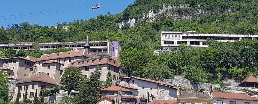 Les Ruines vue du centre ville - Radio France