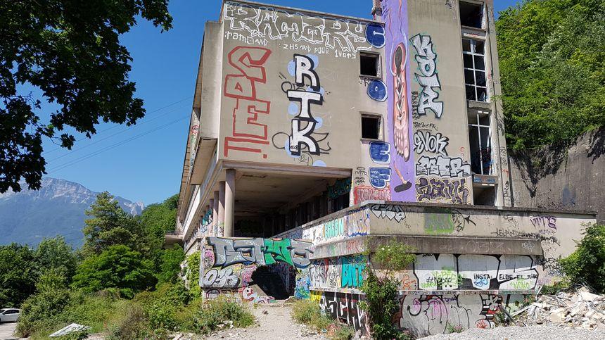 Les ruines se voient du centre ville - Radio France