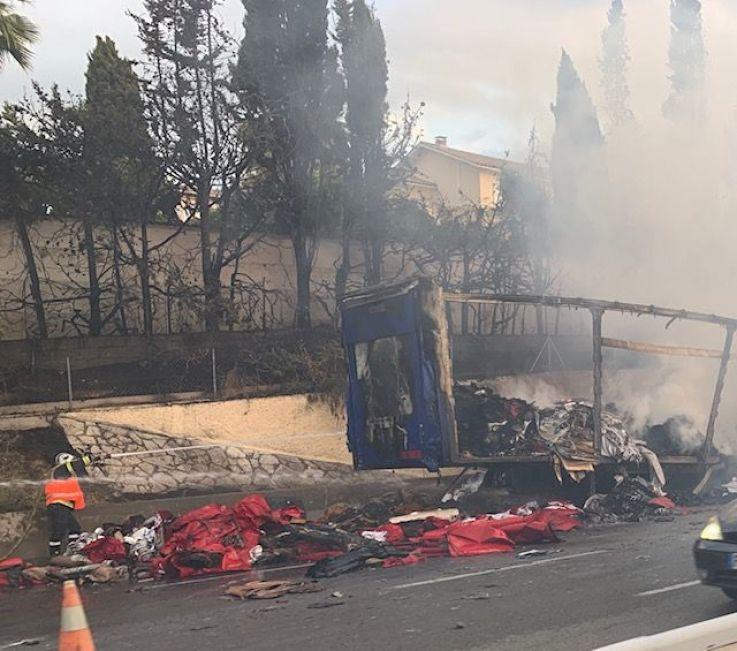camion en feu sur l'A8 près de Nice - Radio France