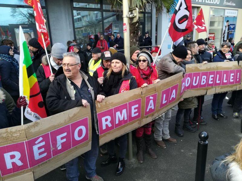 L'intersyndicale toujours aussi mobilisée contre le projet du gouvernement. - Radio France
