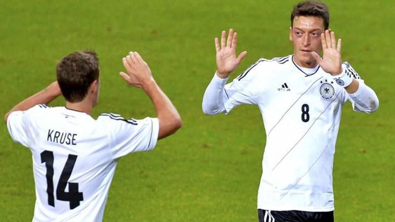 Özil foi o melhor jogador da seleção alemã em 2016
