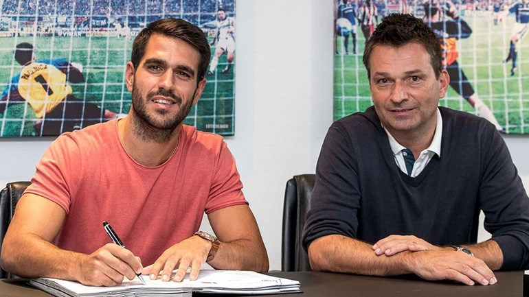 Schalke 04 anuncia contratação do espanhol Pablo Ínsua