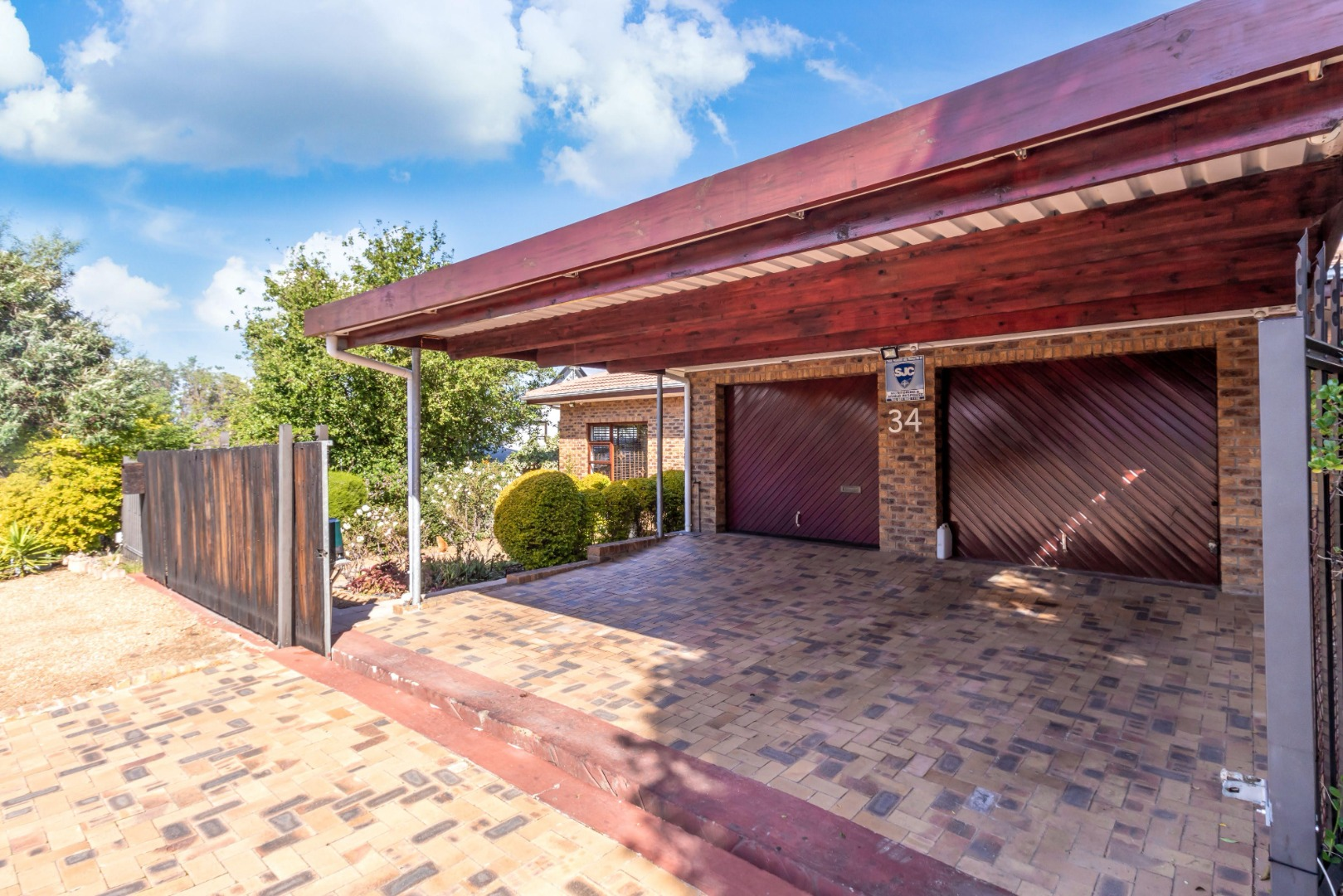 3 bedroom house in vredekloof heights re max