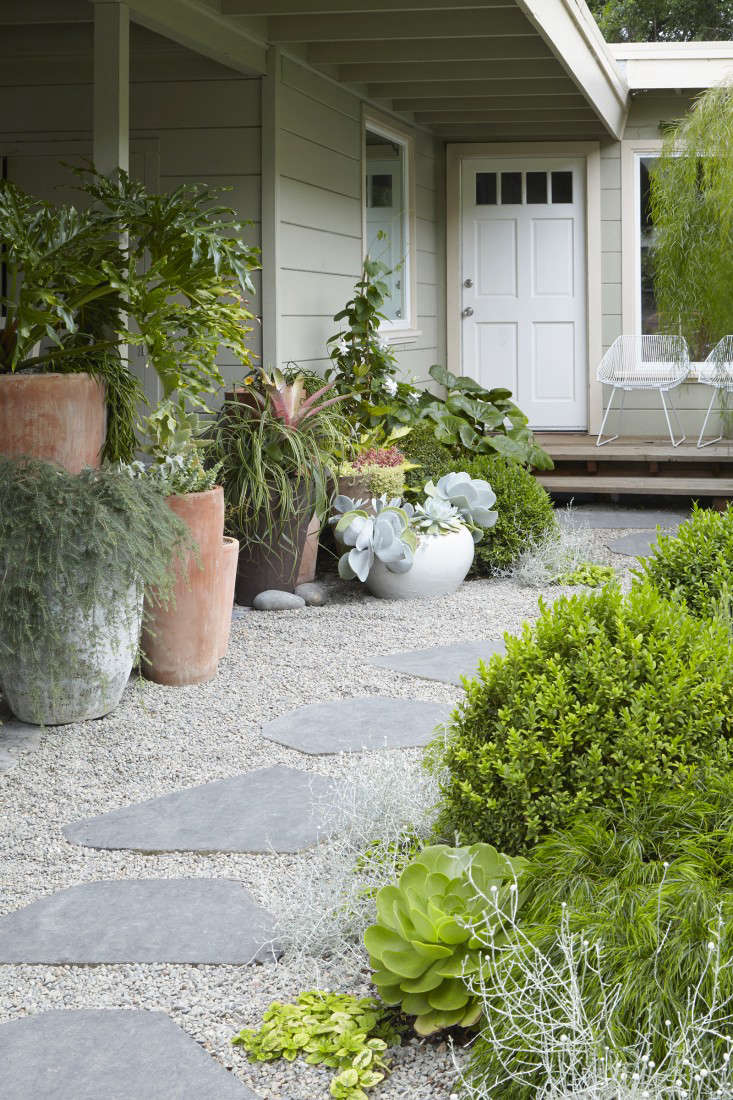 Trending on Gardenista: The Pocket Garden - Remodelista on Landscape Garden Designs For Small Gardens id=65702