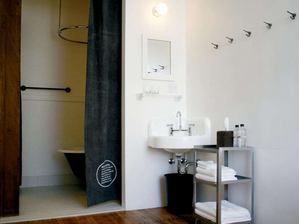 10 Easy Pieces Corner Bath Sinks For Extra Small Spaces Remodelista