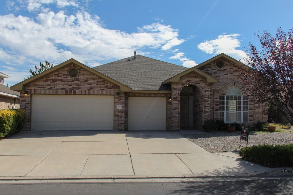 This beautiful move in ready Opell Jenkins home in desired location is a must see with Open floor plan, Single story, 4 bedrooms, Jack and Jill bathroom, 3 car garage. New carpet, new tile and fresh paint. Huge backyard with lots of potential. Enjoy the mountain views from your kitchen and backyard! Don't let this one get away!