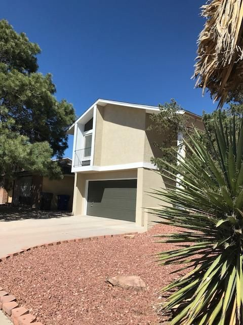 Great Starter home.  Many new upgrades.  New Water Heater, New Roof, New Stucco.  Quiet neighborhood.  Great Views, close to walking trails.