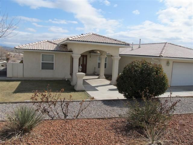 Beautiful custom home in one of the most prestigious areas of Los Lunas with 2,685 sf, 4 bedrooms, 3 baths. Lots of nichos. Large master suite with fantastic bath, and other 3 bedrooms are large size. Huge great room (27x20) with wood stove. Pie-shaped lot creates a large back yard. Fabulous location with easy access to I-25 and minutes to Albuquerque. Convenient to shopping, Walmart, schools, theater & everything you need. Take a look soon!