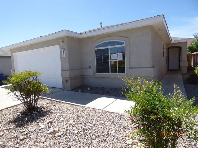 Move-in ready! This is a great home that was recently freshened up with new carpet, paint, and more! Single story,4 bedroom, 2 baths, 2 car garages. Location is close to stores, and schools.