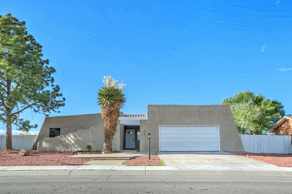 Wow: Back on the Market. Distinctive One Level with Fabulous Views! All Stucco Custom Located on a Peaceful area overlooking a valley below. Granite Countertops in kitchen and bathrooms. Spacious, flowing floorplan. Separate Master w/a private bath, Huge greatroom w/a custom fireplace w/stone accents,Pergo type flooring & outdoor access, formal dining room, large, eat-in country kitchen w/inviting nook, oversized 2 car garage.multiple entertainer's patio area (open)Quality One Level Custom in the Heart of SE Rio Rancho; Expect to be Impressed