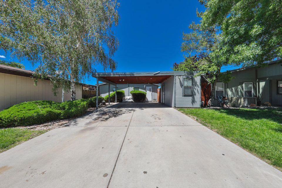 Come see this Charming 2 Bed Bath home located in the Santa Barbara Subdivision. The land on the lot is Owned!! Not leased!!! Hard to find in this Area!! Great floor plan!! Great home for a Great Price!! Perfect for First time Homeowners!!! Home is being Sold in As Is condition. No warranties expressed or implied!!