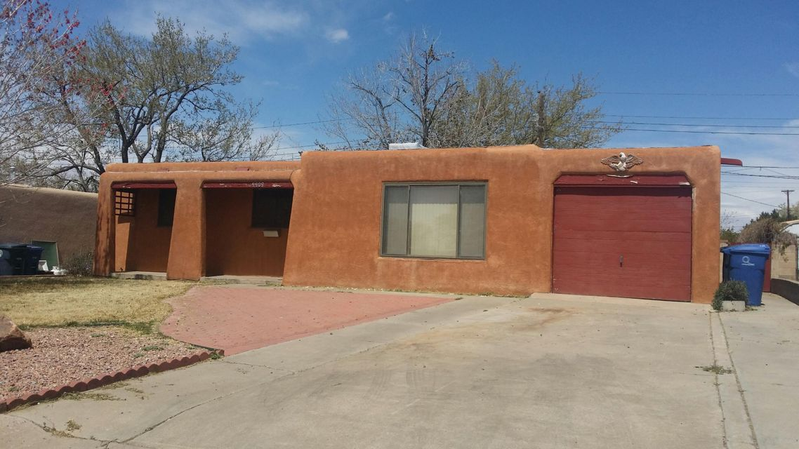 Close to Free Way and Shopping 4 Bedrooms