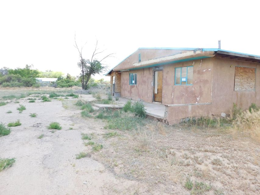 Great Fix-Up opportunity in a prestigious South Valley location. House has approximately .82 acres. House OBVIOUSLY needs some TLC. Property is almost totally fenced. Area has city sewer and city water.  PLEASE note that the CITY address of this property is 236 Sunnyslope while the COUNTY address is 232 Sunnyslope.