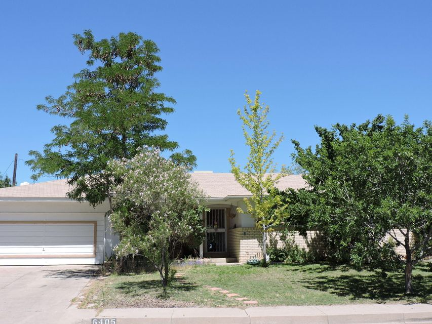 Lovely Mossman home on corner lot on a cul de sac. Extra large space with tons of potential, large gardening space with fruit bearing fruit trees. Playground area with ground level trampoline. Extra large drive to accommodate three vehicles, extra large garage with storage. RV Pad behind gated access. 10 x 12 metal storage building. Walking distance of neighborhood park. This home has lots to offer, bring your buyer to check it out!