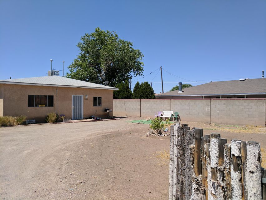 Bernalillo Gem! INVESTORS dream! Home is being sold AS IS..2 to 3 bedroom, one full bath..Great size Kitchen that opens to family/dining room. Huge lot with tons of options! Located in the heart of Bernalillo and close to everything. 203K eligible!