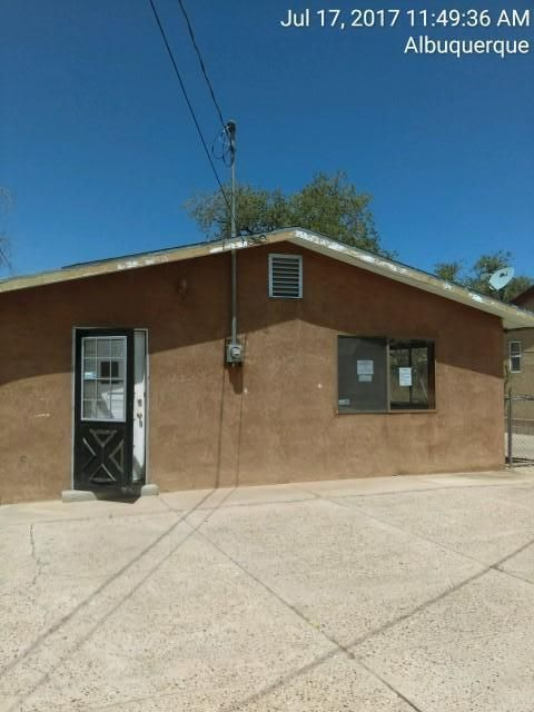 Convenient to Big I, and downtown action. THis home has great potential for someone. Needs some minor work, but ready for you to invest in.