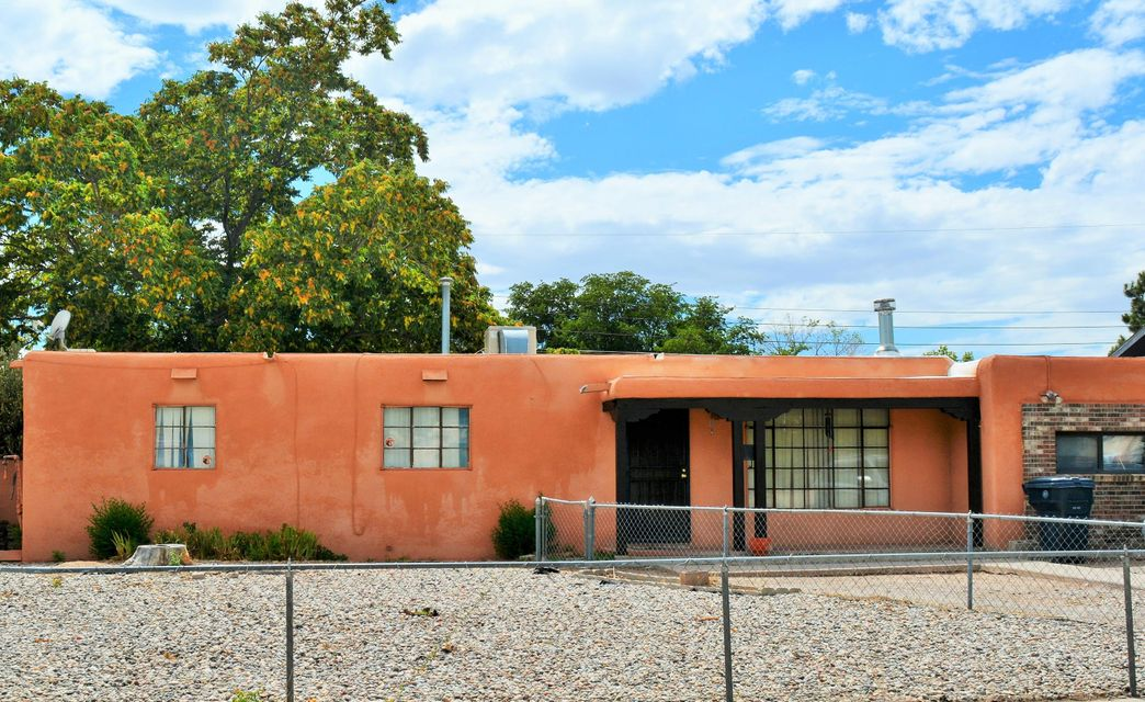 Wonderful Uptown Home. 4 bedroom, 1 & 3/4 bath, with Membrane roof. Great low traffic street. Close to Coronado Mall, Winrock, ABQ Uptown Shopping & movies. Minutes to I-40. Come enjoy all the benefits of Uptown at a great price!