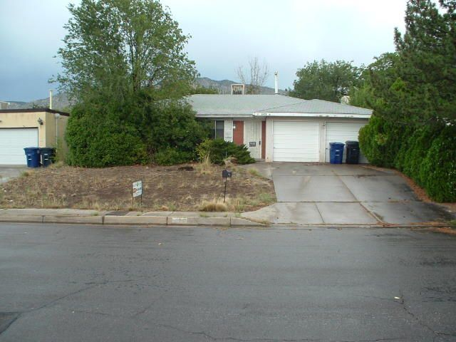 2 Bedrooms, 2 bathrooms and 2 big living  areas, huge lot, covered patio, nice fireplace.  Frig, washer and dryer included.