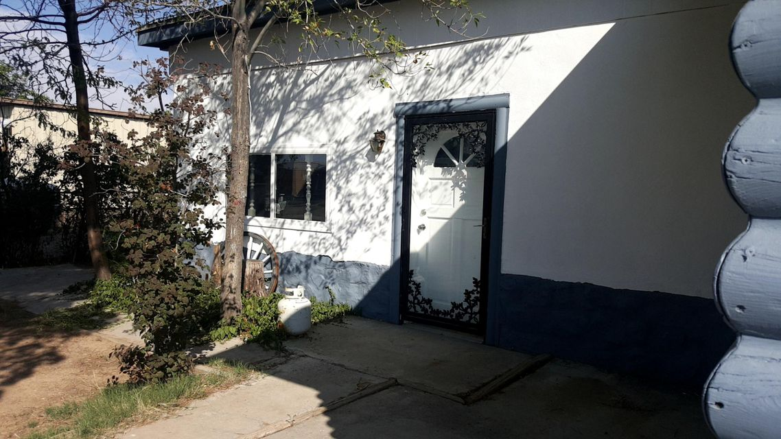 Convenient Bernalillo location with easy access to Albuquerque/Santa Fe/Rio Rancho. Nice open floorplan with a rocked wall, perfect space for adding a pellet or wood burning stove for cold winter nights, plus a wonderful private yard for growing a garden and a bonus oversized 2 story workshop.  This property has lots of potential.
