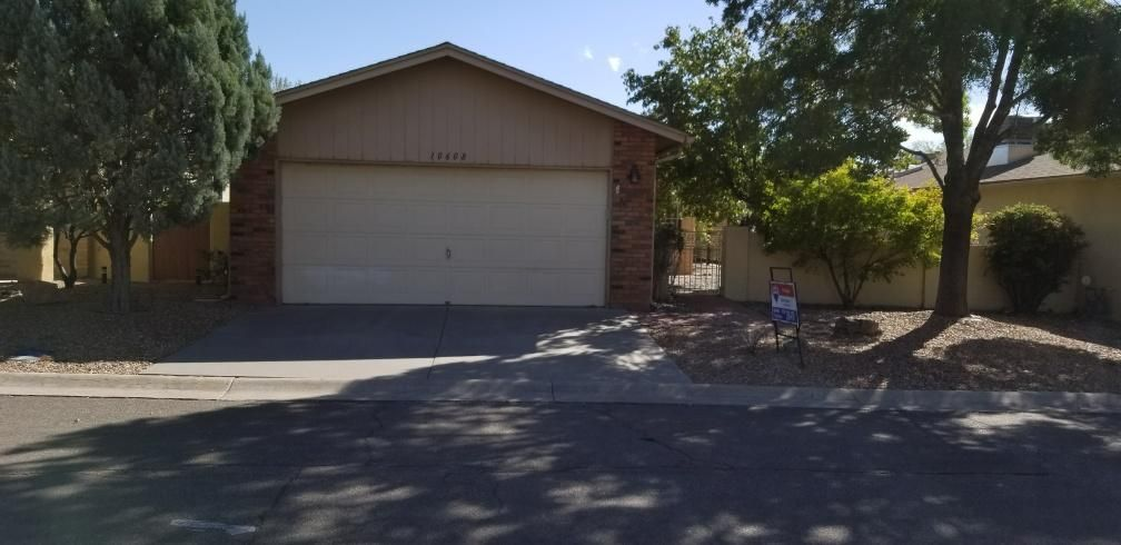 Come take a look!  This home features a spacious floorplan.  Home is on a quiet street with close access to amenities. Master has great storage space, living room is large for entertaining. Ver bright country kitchen with eat in area. Home shows well come take a look. Land lease is $103/mo. or lot can be purchased from HOA at $27,000.